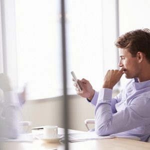 Jak zostać menedżerem w firmie? Postaw na wykształcenie